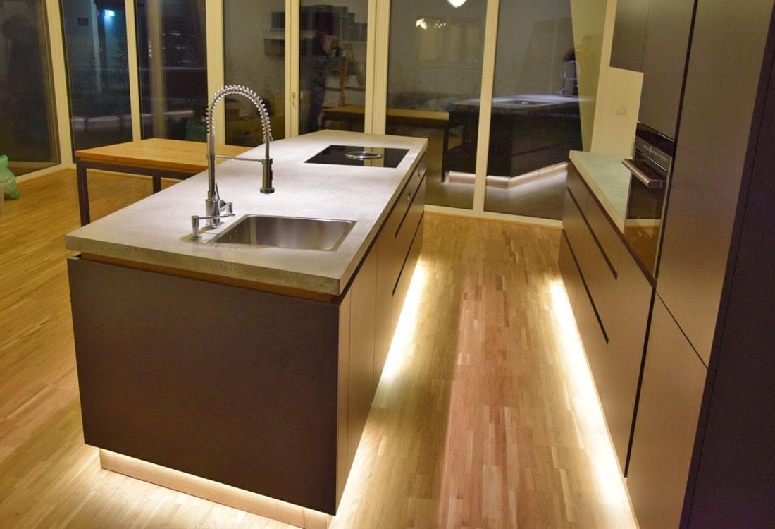 Küche Anthrazit Eiche : Offene Küchen, Beton, Schwebende ...